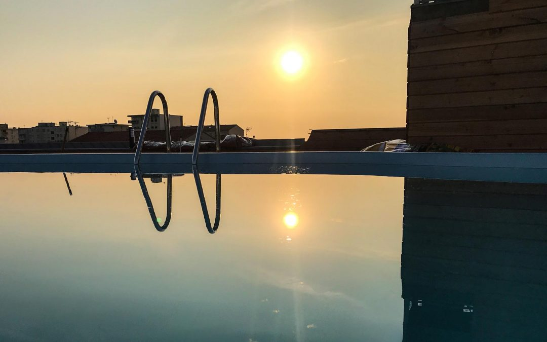 Piscine sur le toit Rooftop hotel la fregate canet en roussillon